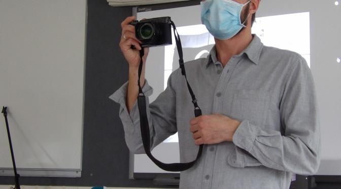 ARNAUD FINISTRE: LE  PHOTOREPORTER  VIDE SON SAC